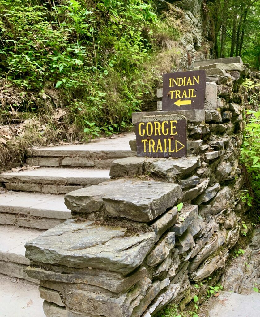 Crossroads of the Gorge trail and Indian trail