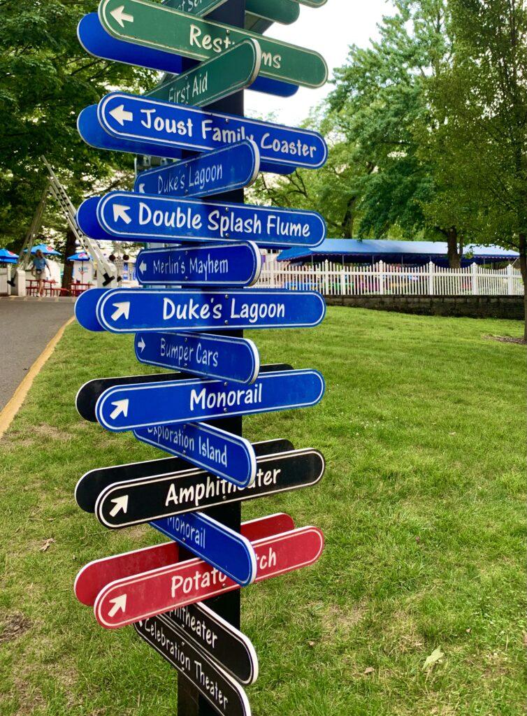 Dutch Wonderland Directional Sign